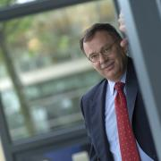Cor van den Bos duikt op bij ASR