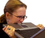 Reisverzekeraars 'ver onder de maat' in e-mailverkeer