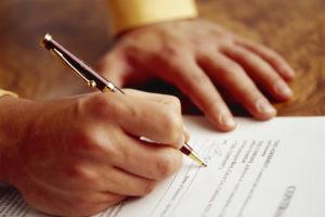 Afgewezen: partnerkorting bij verzekeraar, maar ongehuwd voor AOW