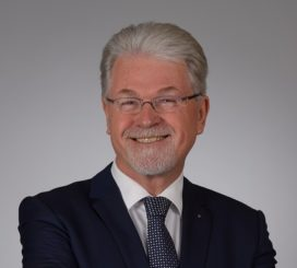 Wim Heeres (Adfiz) spreekt leden toe: 'Mensenwerk, dát is ons spel'
