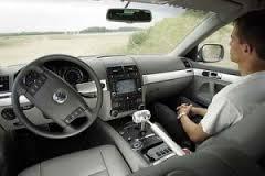 Wie is aansprakelijk bij schade met een zelfsturende auto?