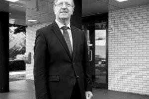 Jan Veldsink draagt directeurschap over aan zoon Henri