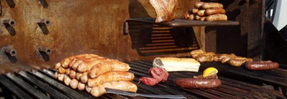 Onverzekerde worstenverkoper heeft nieuwe foodtruck dankzij crowdfunding