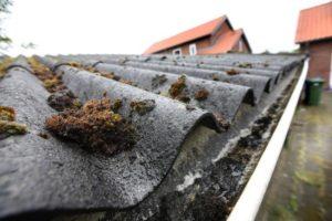 Interpolis moet asbestdak met hagelschade vergoeden naar herbouwwaarde