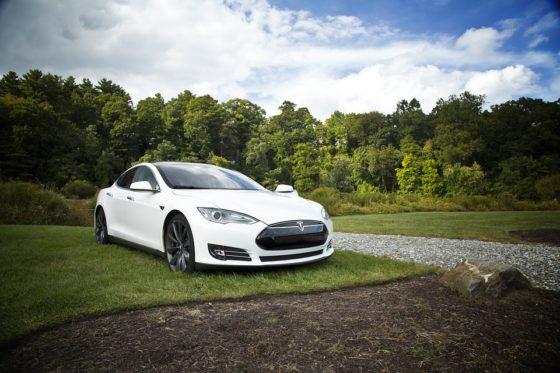 Hoe Tesla de verzekeringswereld voorbij scheurt