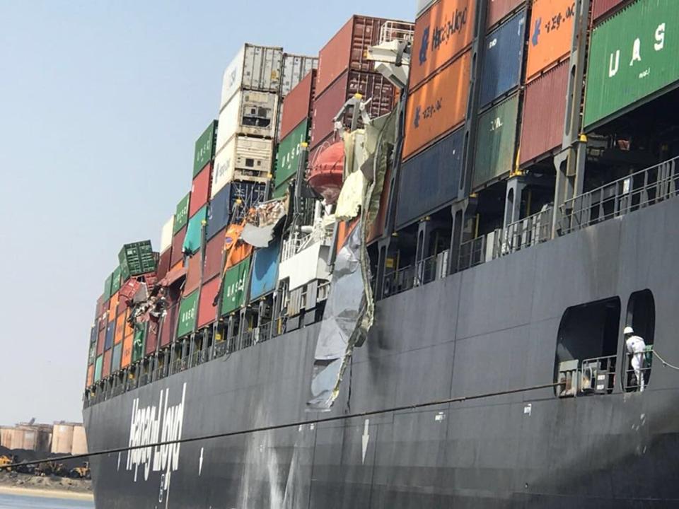 Zeeschepen schuren: tientallen containers te water