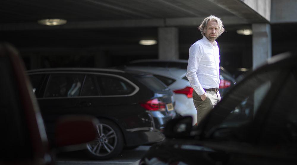 Lex Orie: 'Schadeherstel is over de hele linie nog steeds flink te duur'