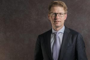 Minister Dekker wil meer instanties zoals Kifid