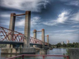 Slagboom op brug Spijkenisse lijkt magneet voor automobilisten