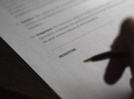 Adviseur gaat niet achter bevestiging aan en moet helft aflosboete klant betalen