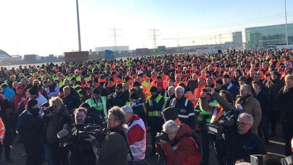 Massaal protest op Maasvlakte tegen verhoging AOW-leeftijd