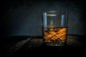 Verlenging hypotheekofferte 'in ruil voor een fles whisky' kost adviseur € 333