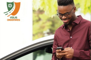 Oproep aan Achmea-medewerkers om smartphone links te laten liggen in verkeer