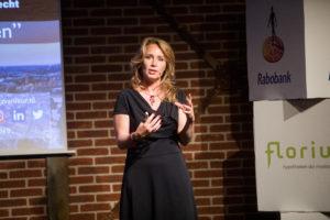 Helga van Leur op am:hypotheken: 'Speel in op de oerdriften'