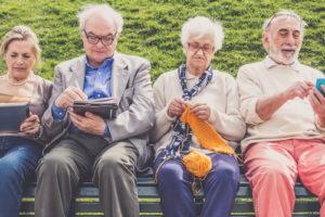 Hoogopgeleiden gaan eerder met pensioen en leven langer door