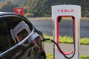 Premies Tesla Model 3 soms 'spannend laag.' Herhaalt de geschiedenis zich?