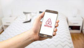Speelt Airbnb voor verzekeraar? En hebben ze daar geen vergunning voor nodig?